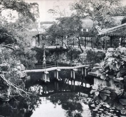 Pont dans un jardin chinois