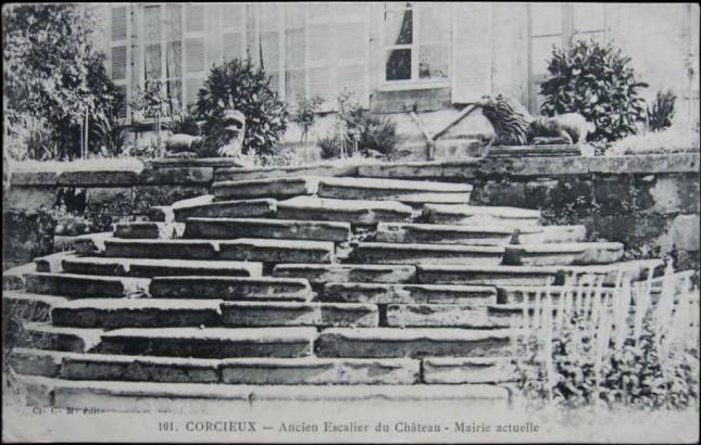 Escalier de l'ancien château de Corcieux, mairie actuelle