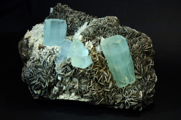 Beryl, aquamarine varieties